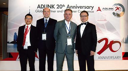 Тим Ву (Tim Wu), Региональный менеджер по продажам ADLINK; Александр Клоков, Генеральный директор MicroMax; Самуэль Абарбанел (Samuel Abarbanel), Президент MicroMax; Эдгар Чен (Edgar Chen), Региональный директор ADLINK (слева направо)