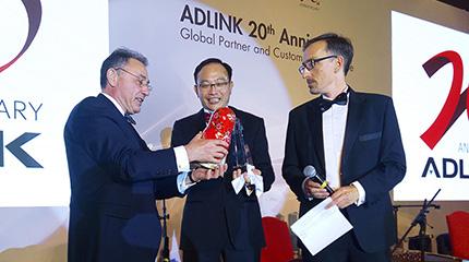 Самуэль Абарбанел (Samuel Abarbanel), Президент MicroMax; Джим Лу (Jim Liu), Генеральный директор ADLINK; Маттиас Хубер (Matthias Huber), Вице-президент по маркетингу ADLINK (слева направо)