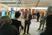 Ефим Наумович Розенберг проводит презентацию на стенде ОАО «НИИАС»